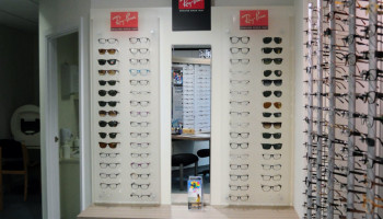 Ray Ban Stand